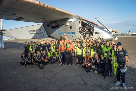 team-photo-solar-impulse-landing-hawaii