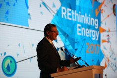 IRENA Director-General launches 'REthinking Energy' during a high-level event on 15 January 2017